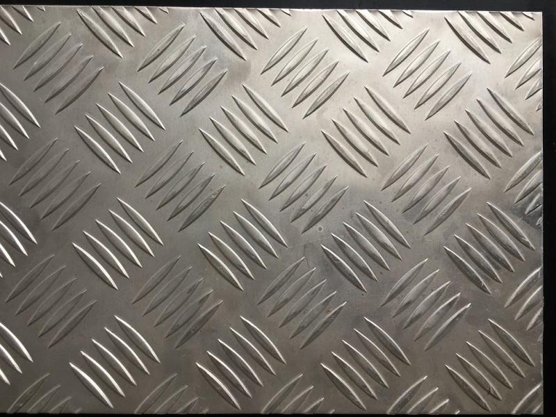 1060五条筋花纹板,花纹铝板现货,防滑铝板